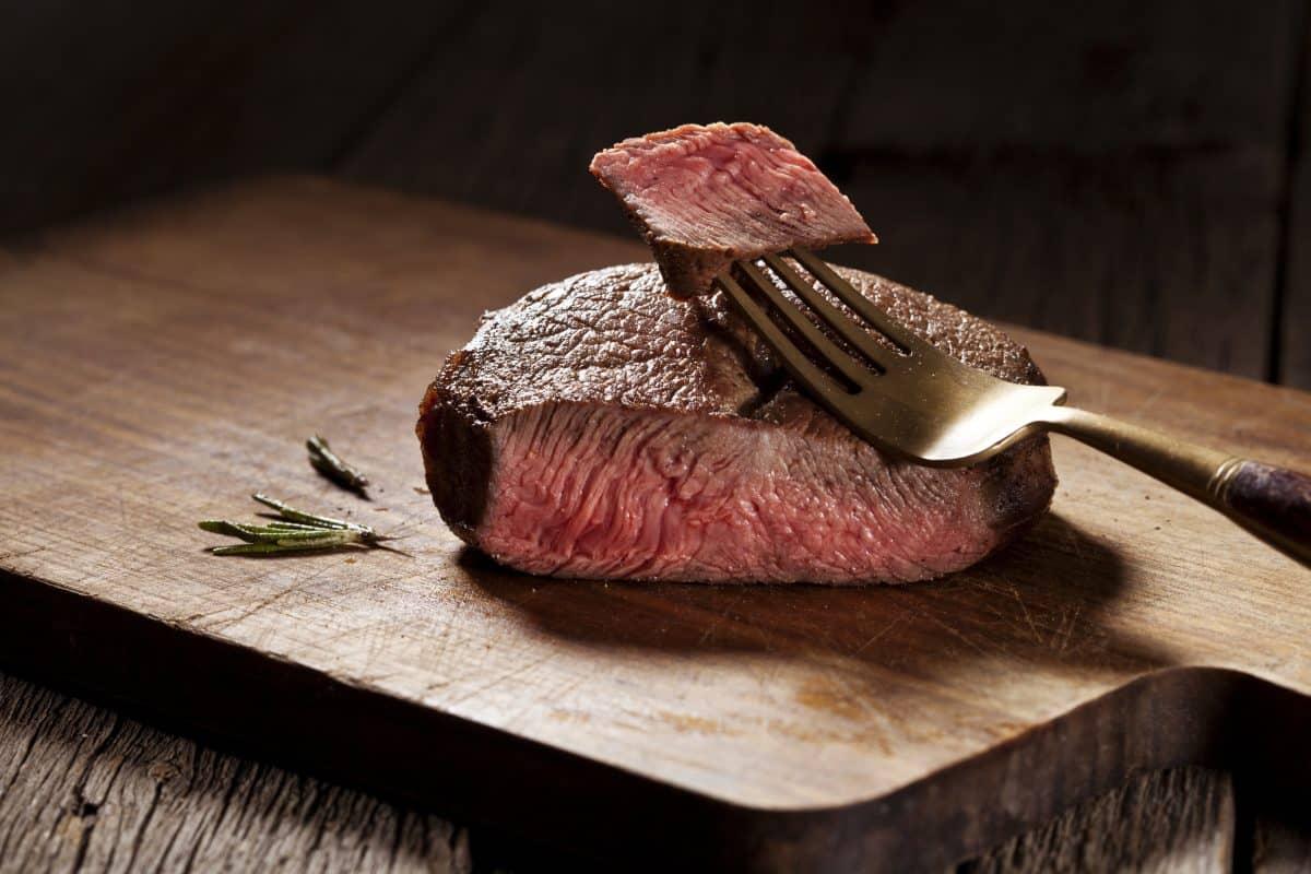 Viande rouge et charcuterie : des associations différentes avec le risque cardiovasculaire